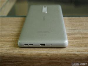 چرا برخی شرکت ها پورت micro USB را از محصولات خود حذف نمی کنند؟