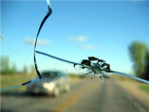 تعویض یا ترمیم؛ راهکار مواجه با شیشه آسیب دیده خودرو