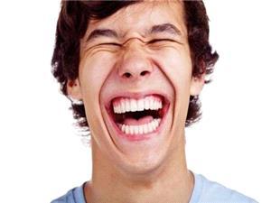 فواید خندیدن هنگام تزریق واکسن!