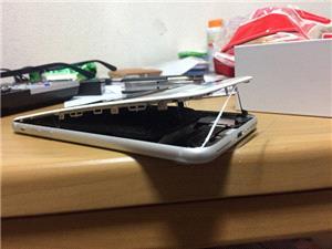 اپل مشکل باتری آیفون 8 پلاس را بررسی می کند