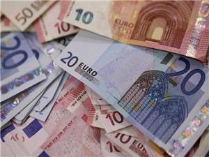 روند کاهشي نرخ رسمي يورو و پوند