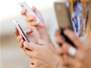 تحقیقات موتورولا نشان می دهد اکثر مردم به استفاده از موبایل خود اعتیاد دارند