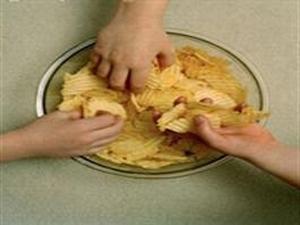 """بین وعده های غذایی از """"خرده خواری"""" به شدت بپرهیزید"""