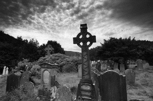 وحشتناکترين قبرستانهاي دنيا
