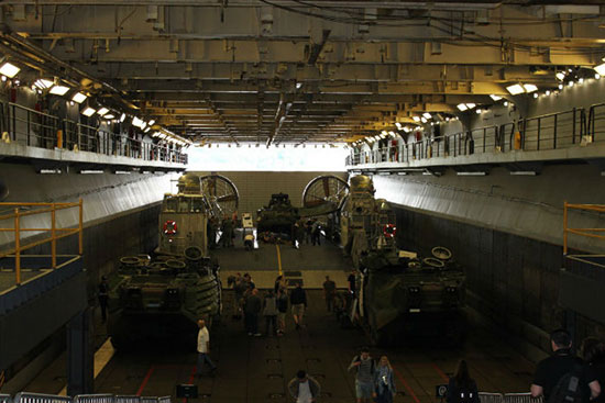 نگاهی نزدیک به کشتی جنگی «یو اس اس کیارسارژ» نیروی دریایی ایالات متحده آمریکا