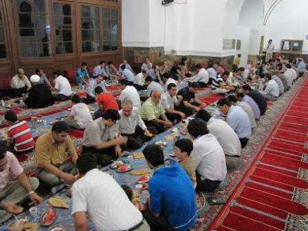 مسجد کبود ایروان مراسم افطار