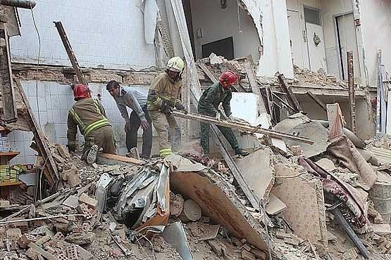ریزش ساختمان ۴ طبقه در خیابان زرتشت