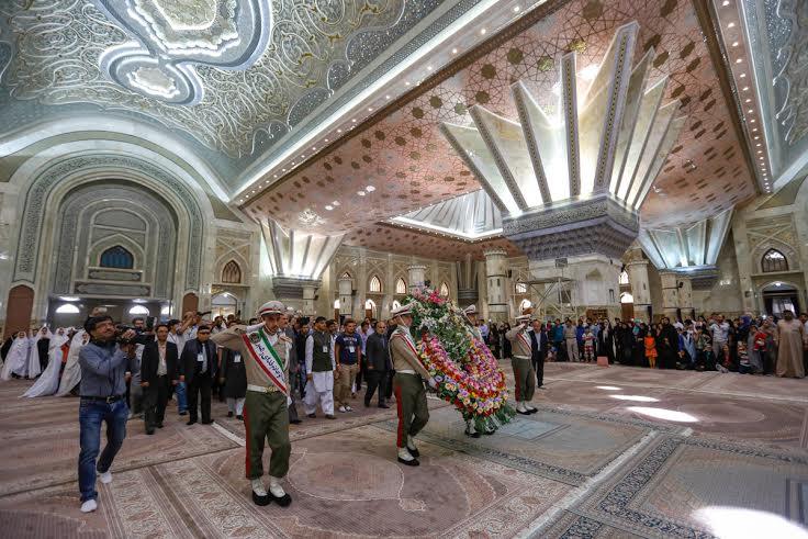 دانشجويان خارجيِ فارسي آموز به مقام امام خميني (ره) اداي احترام كردند
