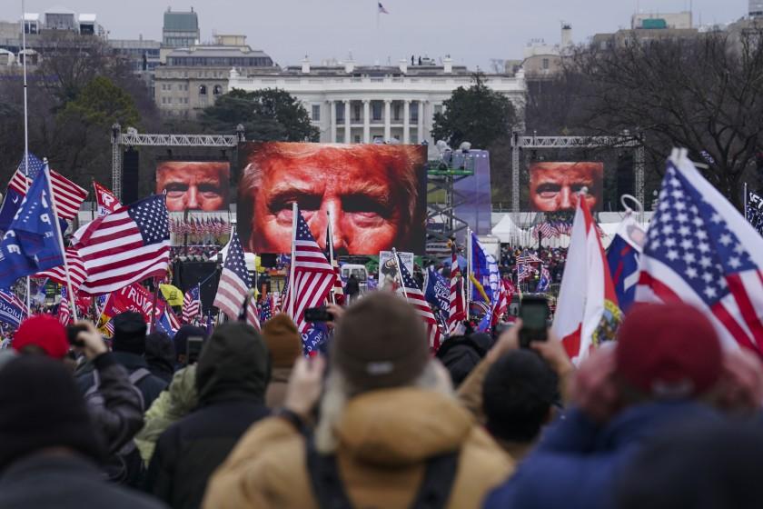 جزئیات جدید از حمله حامیان ترامپ به کنگره آمریکا/ نزدیک بود نیمی از نمایندگان کنگره کشته شوند