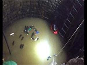 برای نجات یک نفر، سی هندی به چاه افتادند
