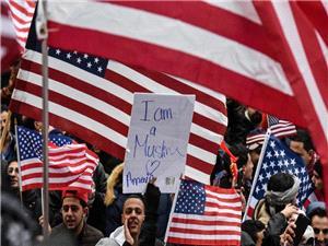 تظاهرات هزاران یمنی مقیم آمریکا در محکومیت جنایات رژیم سعودی